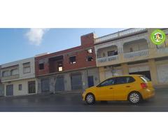Maison inachevée 546 m² + 3 garages à dar Dar Allouch sur la rue principale