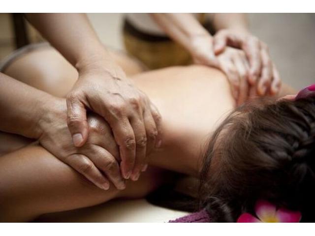 Safa masseuse 27599497 - 1